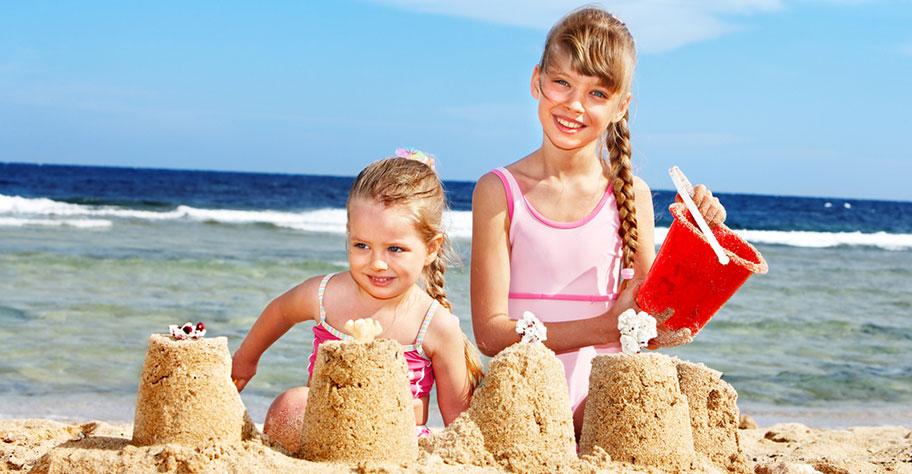Mauritius Ferien mit Kindern Sandburg am Strand